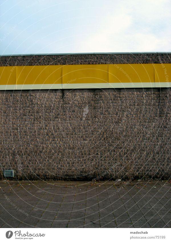GANZ EINSAM Himmel Stadt blau Einsamkeit Wolken Haus Fenster gelb Leben Architektur Gebäude Freiheit fliegen oben Arbeit & Erwerbstätigkeit Wohnung