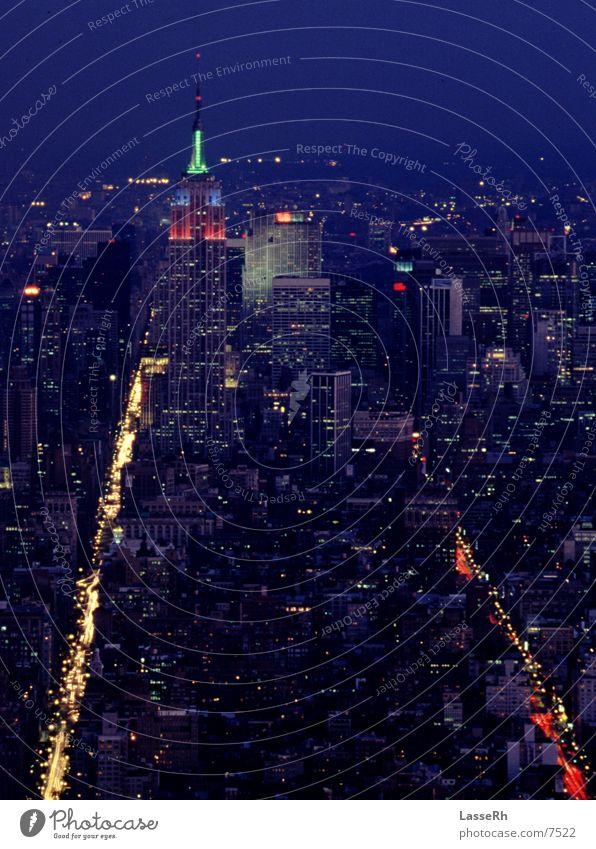 Feierabendverkehr New York City Empire State Building Dämmerung Einbahnstraße Architektur PKW USA Licht Stadt