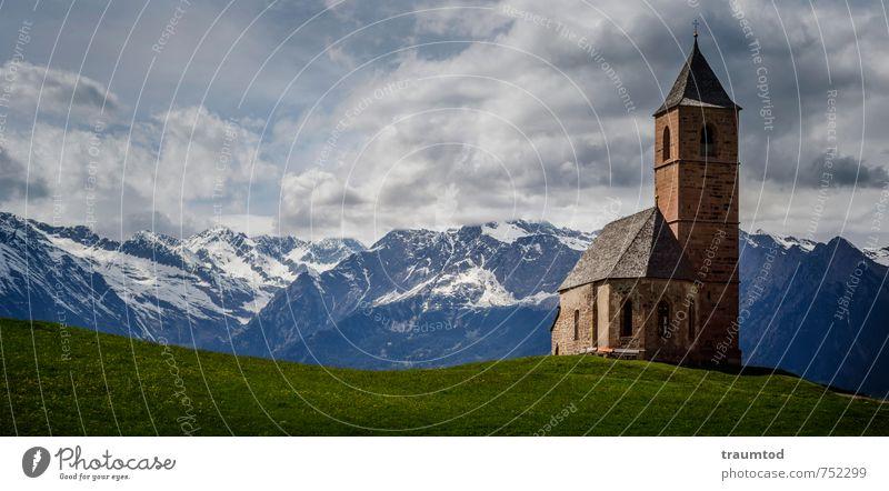 St. Kathrein, Hafling alt Sommer Ferne Berge u. Gebirge Wand Mauer Freiheit Fassade Kraft Tourismus wandern hoch ästhetisch Kirche Schutz Hoffnung