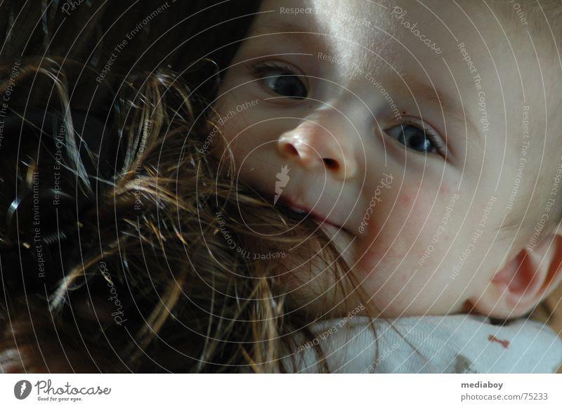 Hunger Kind braun Haare & Frisuren Junge Ernährung beißen lustig