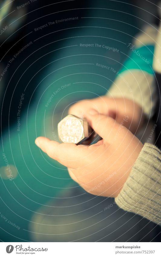 kita feinmotorik übung Mensch Kind Hand Freude Bewegung Junge Spielen Glück maskulin Zufriedenheit Arme Fröhlichkeit beobachten Finger berühren lernen