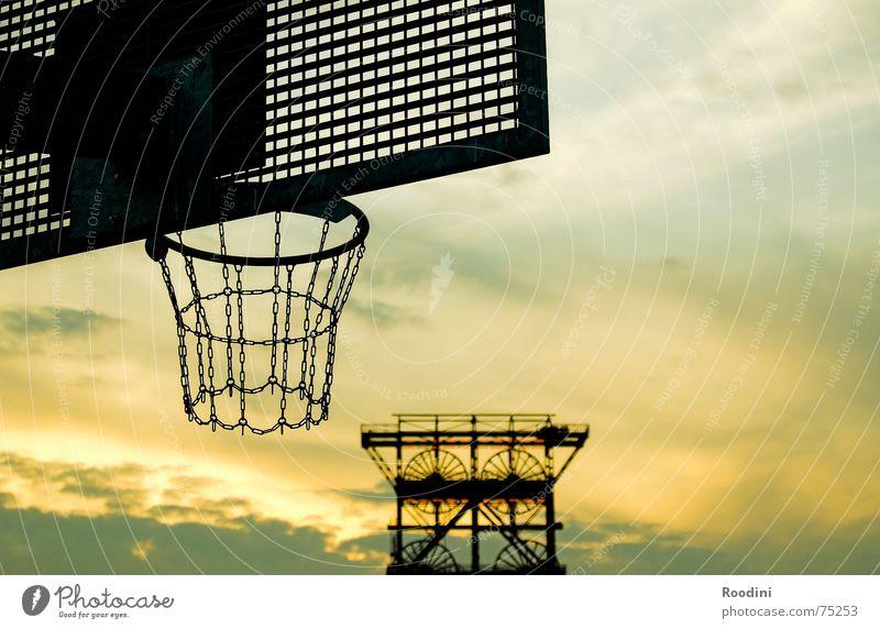 Industriekultur Korb Basketballkorb Ballsport 3 Ausdauer zielen dribbeln Zeche Förderturm Zeche Consol Gelsenkirchen Bergbau Topf Ruhrgebiet Abendsonne