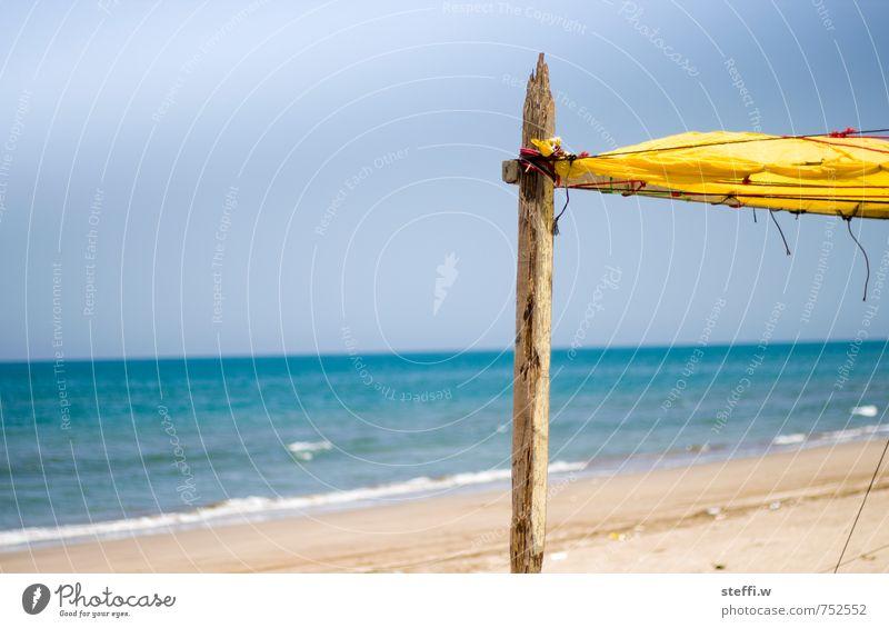 Sonnensegel Himmel Natur Ferien & Urlaub & Reisen blau Wasser Sommer Meer Erholung Strand gelb Leben Küste Schwimmen & Baden Holz Sand