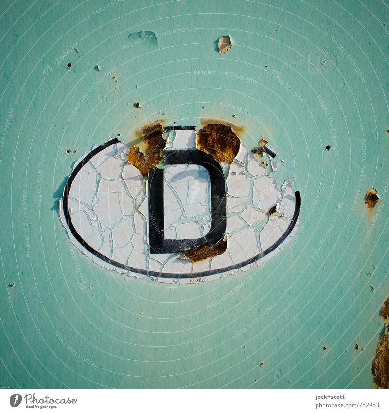Kennzeichen D Deutschland Rost Oval Riss retro grün Nostalgie Vergänglichkeit Wandel & Veränderung Made in Germany Detailaufnahme Hintergrund neutral