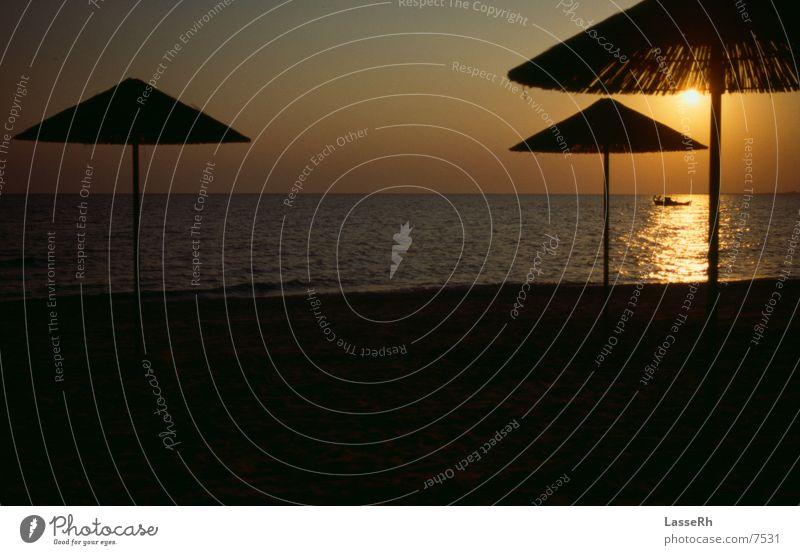 Boot in der Sonne Wasser Meer Griechenland Fischer