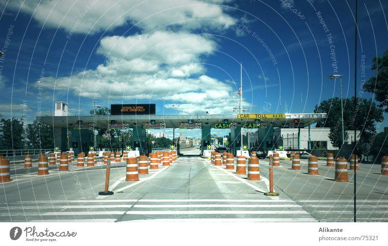 Car Toll Himmel blau Straße kalt PKW Verkehr Eisenbahn Geschwindigkeit fahren Güterverkehr & Logistik Autobahn Amerika New York City Manhattan Stadtleben