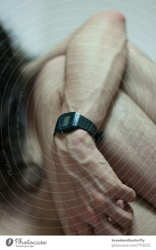 Die richtige Zeit ist immer und niemals Mensch maskulin Junger Mann Jugendliche Erwachsene Körper Haut Arme Hand Beine 1 18-30 Jahre Armbanduhr brünett