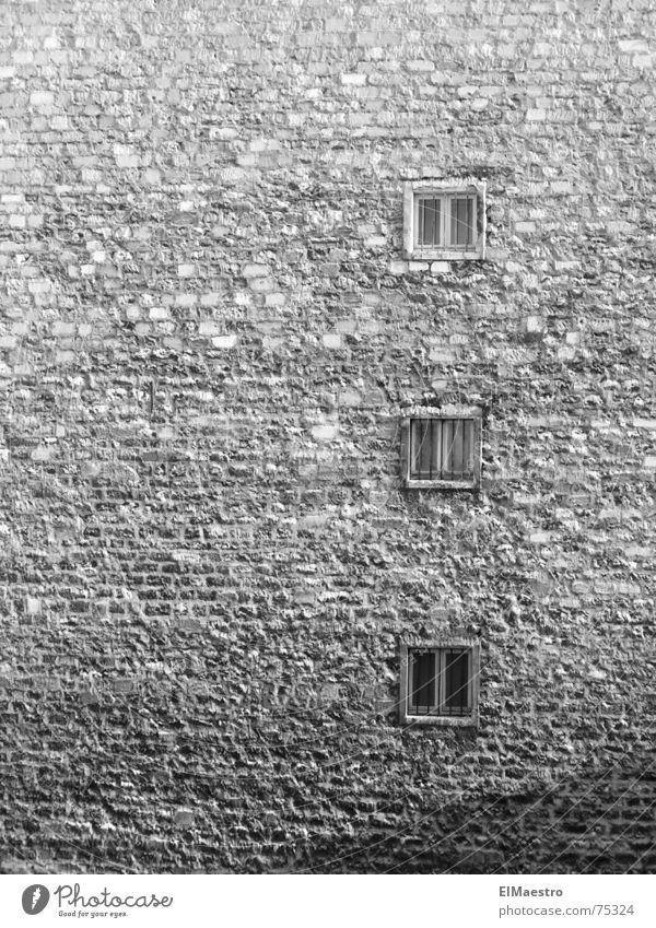 Stadtleben alt grau klein Traurigkeit Armut gefährlich trist Paris eng gefangen Justizvollzugsanstalt hässlich abgelegen Ghetto Alltagsfotografie