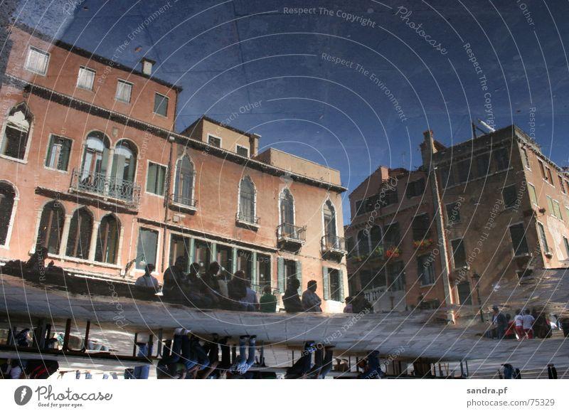 Gespiegelte Welt I Venedig teuer untergehen Ferien & Urlaub & Reisen Tourismus Balkon Europa Italien Haus Wolken Fenster Reflexion & Spiegelung satt nass Pfütze