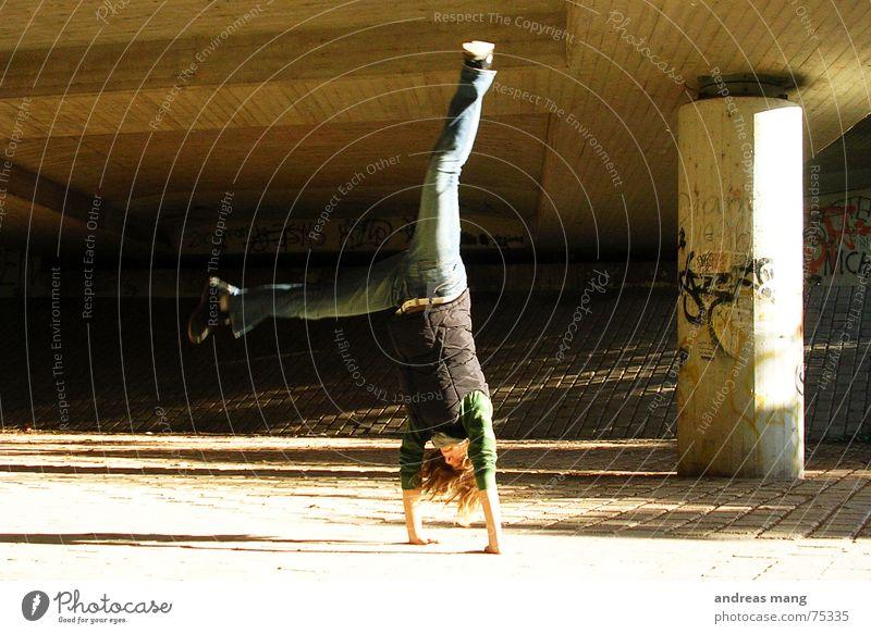 Enjoying Life again Hand Freude Freiheit Haare & Frisuren Beine Aktion Handstand