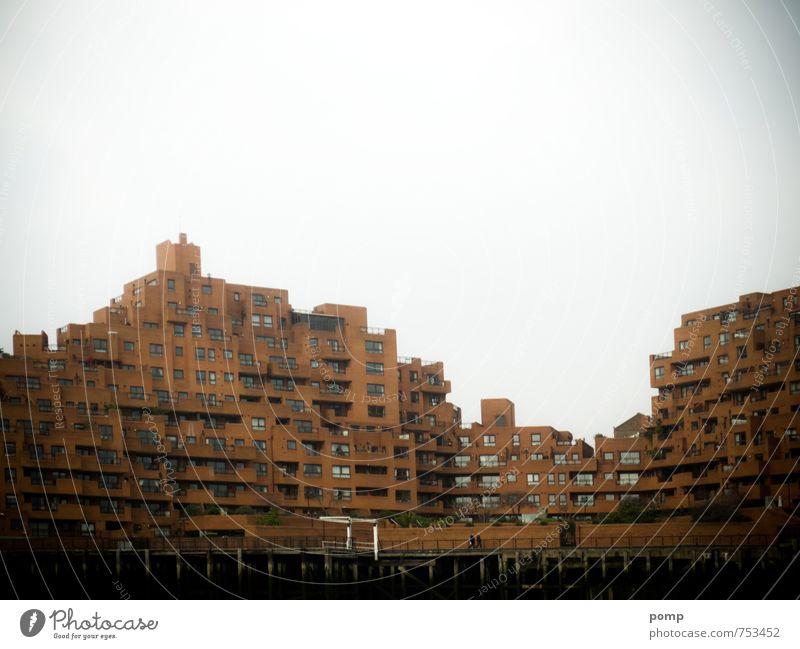 London Himmel Stadt weiß Einsamkeit Haus dunkel Gefühle Architektur Gebäude braun dreckig Häusliches Leben trist Hochhaus groß Armut