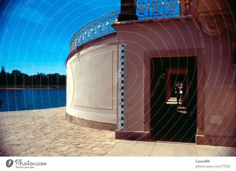 Tunnel Schloss Pillnitz Kultur Kunst Freizeit & Hobby Burg oder Schloss Elbe Architektur