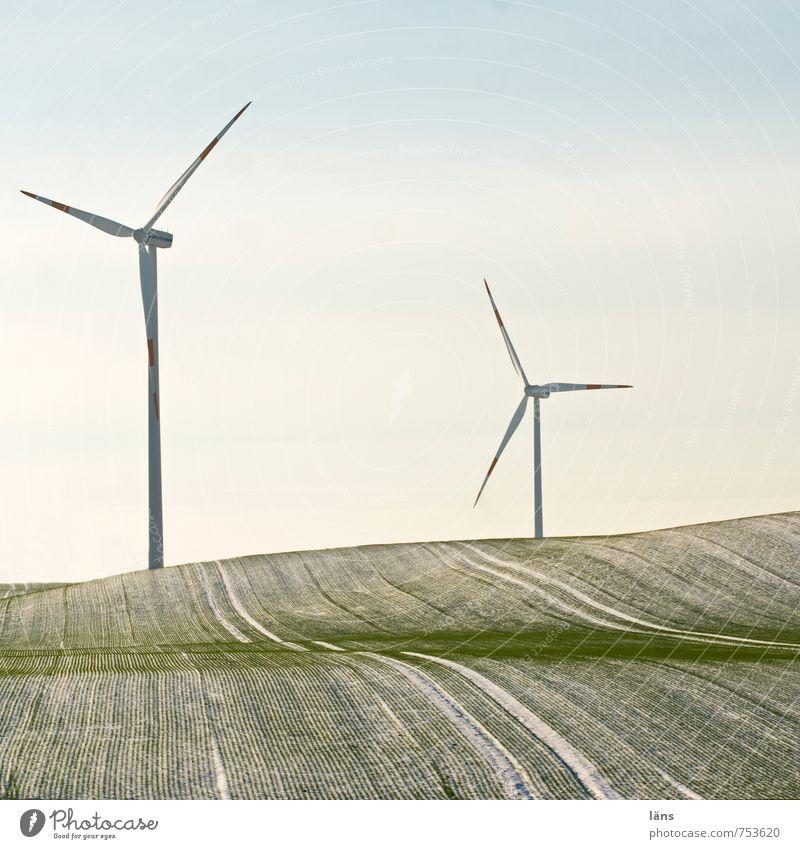 greenEnergy Energiewirtschaft Windkraftanlage Feld Hügel drehen grün Bewegung Zukunft Windrad Linie Schneefall Frost Winter Außenaufnahme Menschenleer