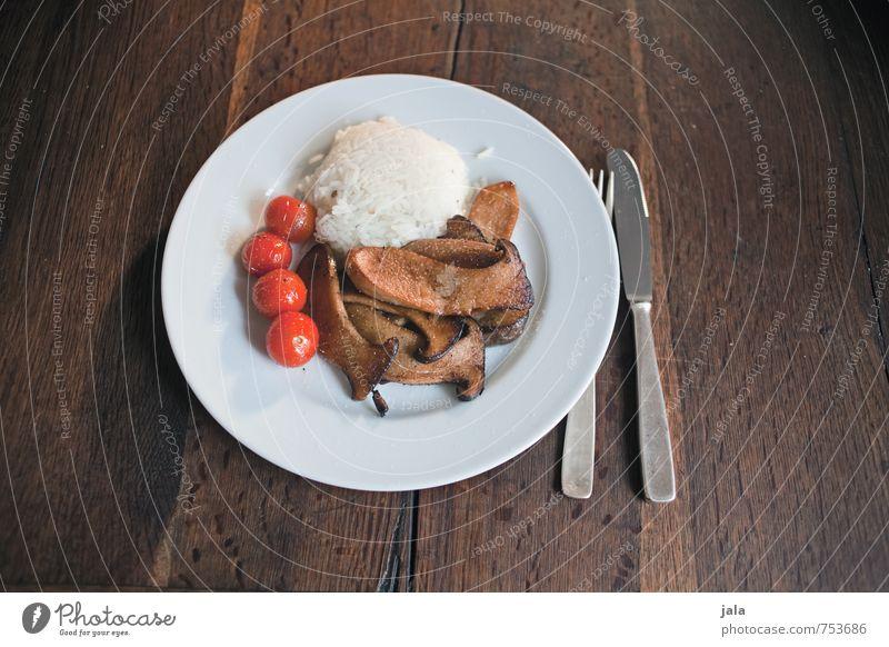 kräuterseitlinge Gesunde Ernährung Lebensmittel lecker Appetit & Hunger Bioprodukte Pilz Teller Mittagessen Tomate Vegetarische Ernährung Besteck Reis Holztisch