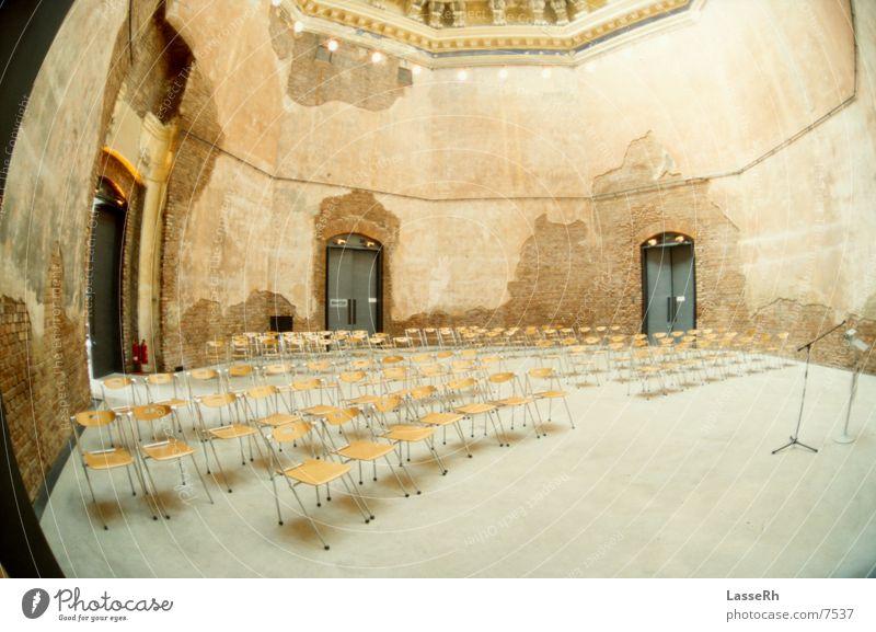 Ausstellung Dresden Altbau historisch Raum Fischauge