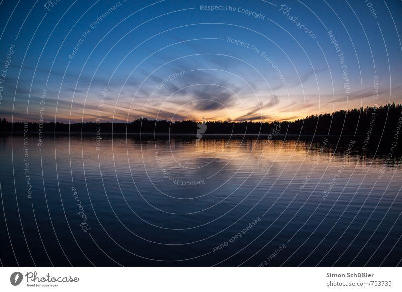 Finnland Natur Landschaft Wasser Himmel Seeufer Bucht blau Außenaufnahme Menschenleer Dämmerung Kontrast