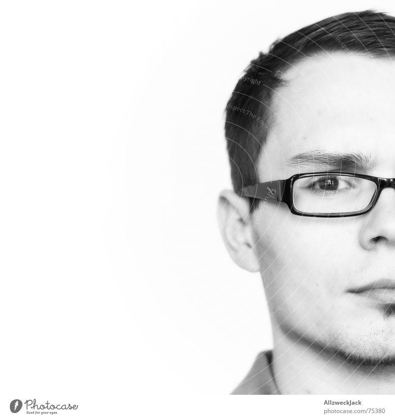 Halbwegjack Brillenträger Kurzhaarschnitt Bart Porträt Mann maskulin skeptisch schwarz Hälfte Konzentration Agnostiker fuffzig prozent fifty-fifty Mensch