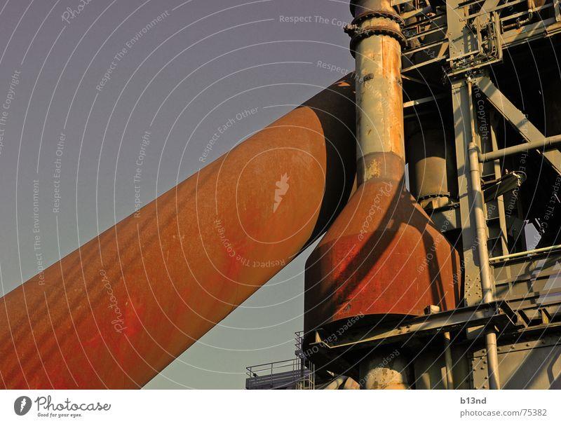 industrial grid Schmelzofen rot Ruhrgebiet Himmel Metall staal Rost blau landschaftspark nord Röhren
