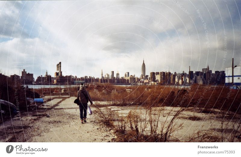 Downtown... Winter Wolken Einsamkeit kalt grau Fluss Skyline Gegenteil New York City unterwegs Ghetto Sportpark
