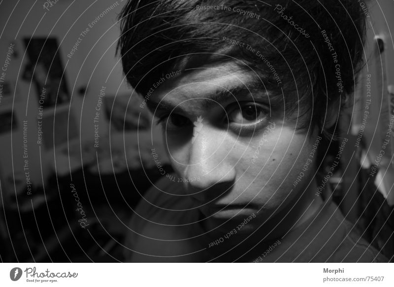 Morphi Mensch Junge Raum verträumt Hundeblick boy Schwarzweißfoto