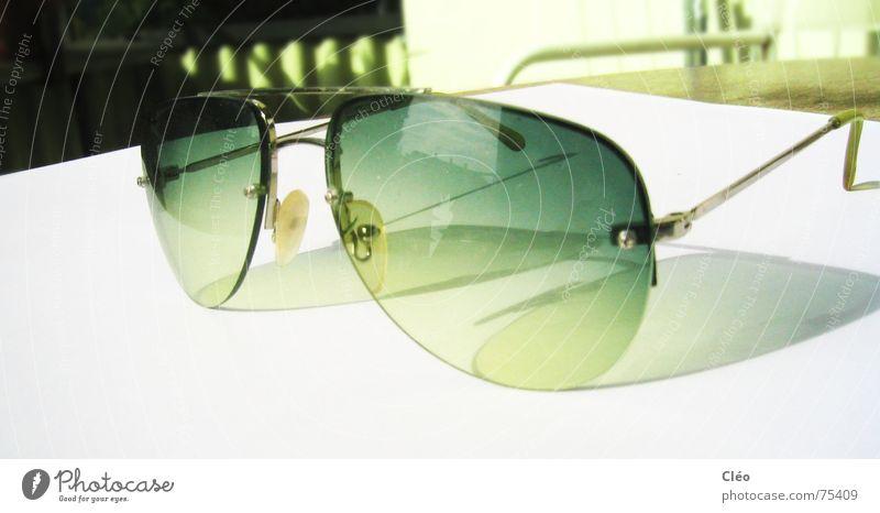 Sunny wednesday Sonne grün hell Glas Sonnenbrille Brille