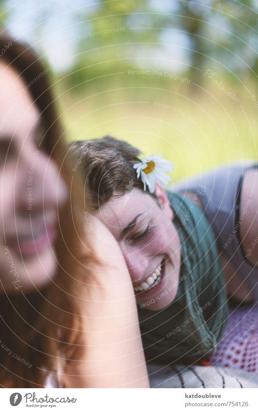 La joie prolonge la vie Mensch Natur Jugendliche schön Sonne Wärme Gefühle Wiese Liebe feminin lachen Glück Garten Stimmung träumen Wetter