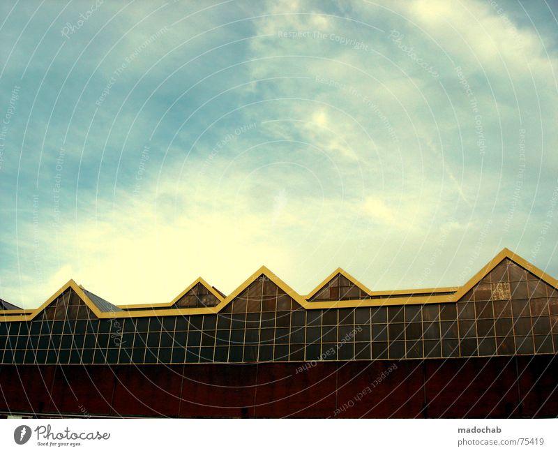OHNE TITEL 2 Himmel Stadt blau Wolken Haus Fenster Leben Architektur Gebäude Freiheit fliegen oben Arbeit & Erwerbstätigkeit Wohnung Design Wetter