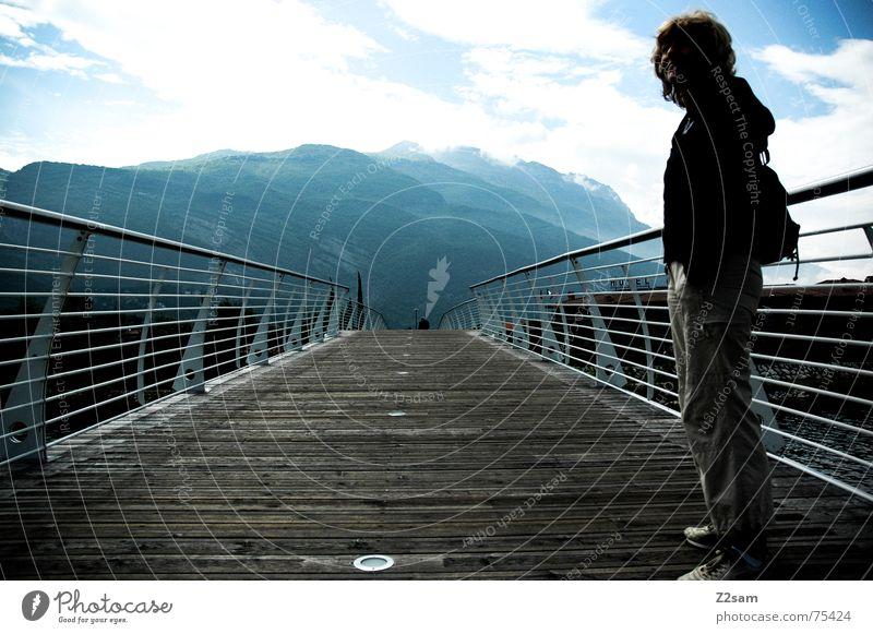 on bridges Frau stehen oben gehen Holz Italien Gardasee Mensch Brücke Berge u. Gebirge Himmel Sonne way Wege & Pfade Geländer Wasser woman