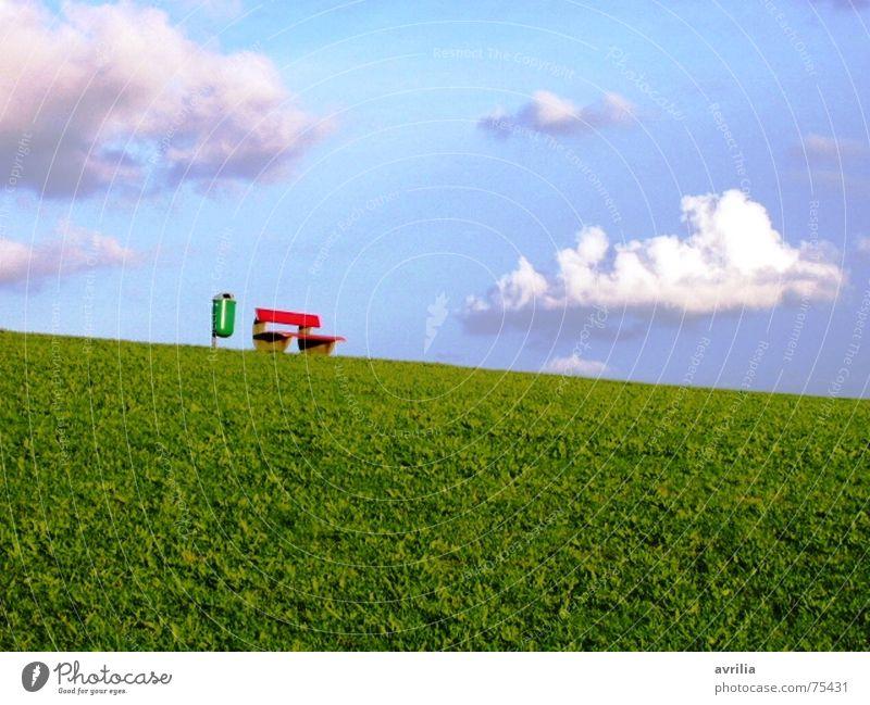 Müll und Idyll weiß grün blau rot Sommer ruhig Wolken Erholung Wiese Gras Glück träumen Graffiti Pause Bank Müll
