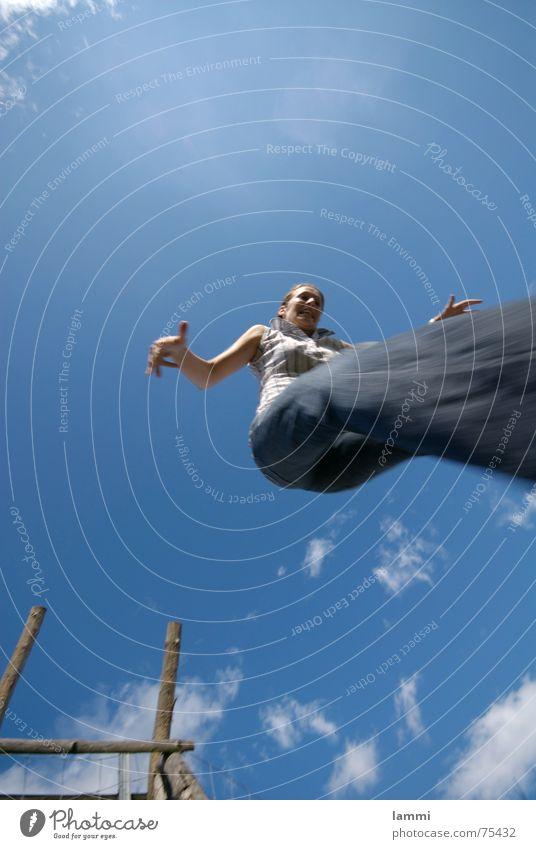 jump in springen tief Sommer Wolken frei Freiheit Himmel blau Freude Bewegung Leiter