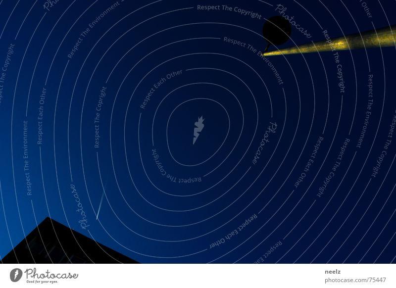 | Braunschweiger Bildhoehe | Lampe Laterne blau Sternschnuppe Himmel Laternenpfahl Nachthimmel Blauer Himmel Textfreiraum Mitte Textfreiraum links