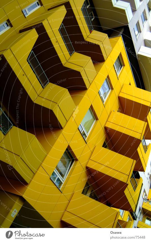 Schöner Wohnen 04 Haus gelb Berlin Fenster Gebäude Fassade Balkon Siebziger Jahre Plattenbau Schlamm Kreuzberg Ocker