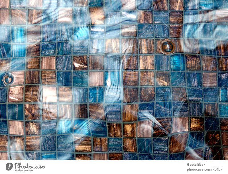 Bewegung im Quadrat. Reflexion & Spiegelung Fliesen u. Kacheln Springbrunnen fließen mehrfarbig feucht nass Brunnen gestaltbar Bad modern Wasser Blase Boden