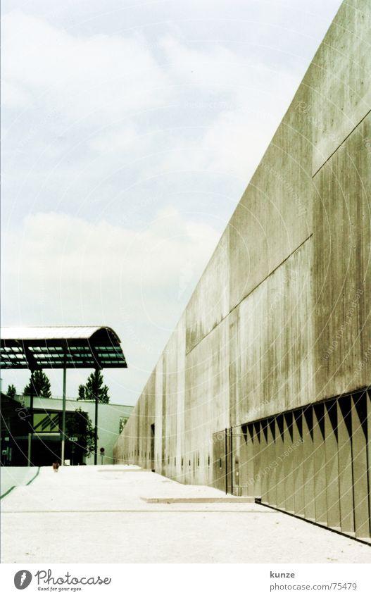 am Strich 3 Wand Beton Hund Himmel Architektur sky Bodenbelag Scan Mauer Treppe