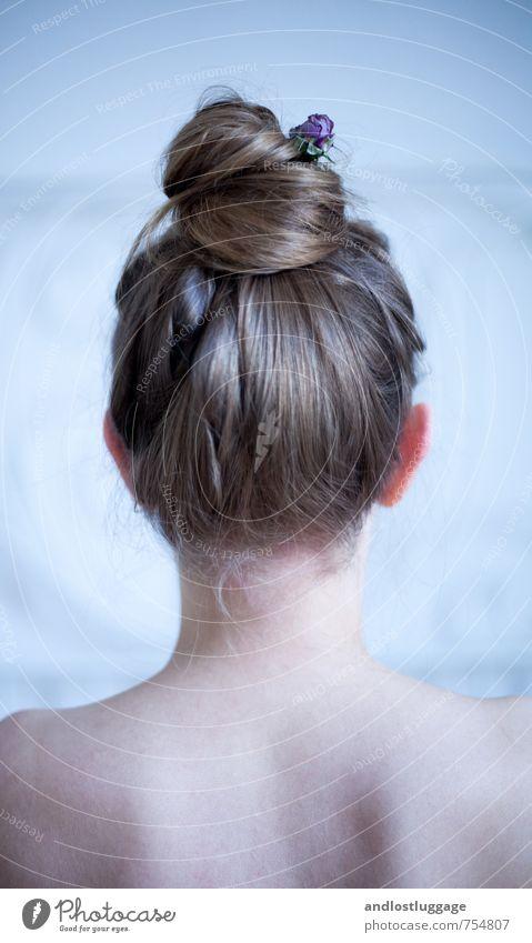 wasting my young years. Jugendliche blau nackt schön Junge Frau 18-30 Jahre kalt Erwachsene Traurigkeit feminin natürlich Haare & Frisuren Stimmung Kopf träumen
