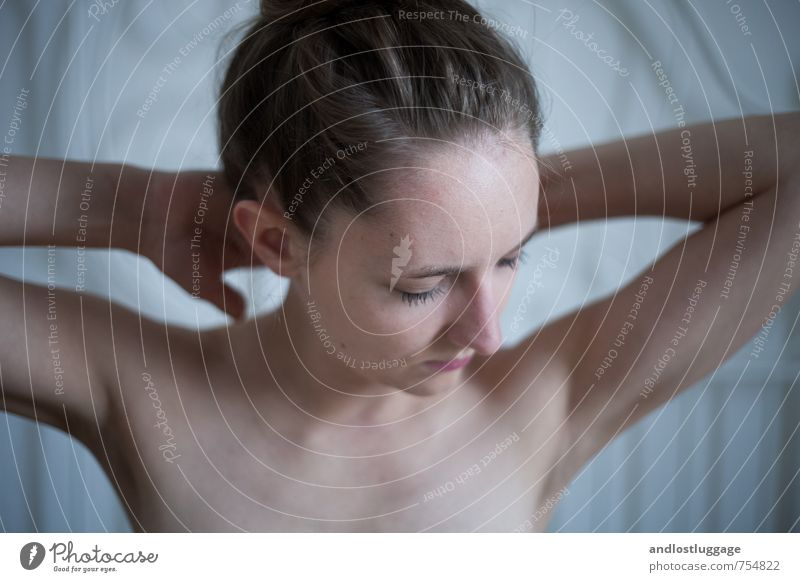 love me deep. Jugendliche blau schön nackt Erholung Junge Frau ruhig 18-30 Jahre Erotik kalt Erwachsene feminin natürlich Stimmung Zufriedenheit Beginn
