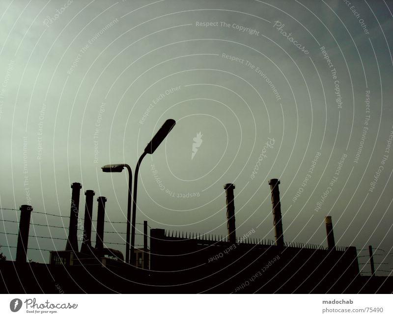 SOMEWHERE Endzeitstimmung Gegenlicht Silhouette Gebäude Lampe Laterne Himmel schlechtes Wetter himmlisch Götter Unendlichkeit dunkel Herbst Abgas bedrohlich
