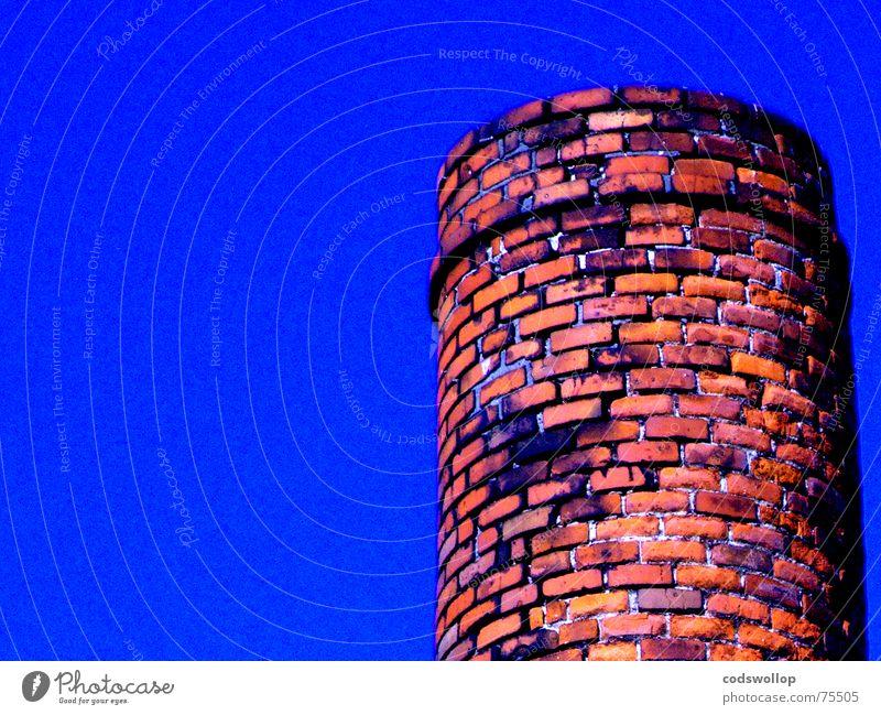 built to last Backstein Himmel rot Industrie Detailaufnahme chimney Schornstein bricks ziegeln und mörtel bricks and mortar sky blue blau orange red