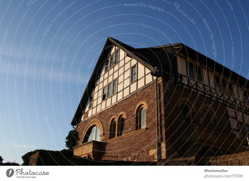 Castle Of The Silence Himmel blau Haus Fenster Burg oder Schloss mystisch Eisenach Fachwerkhaus Wartburg