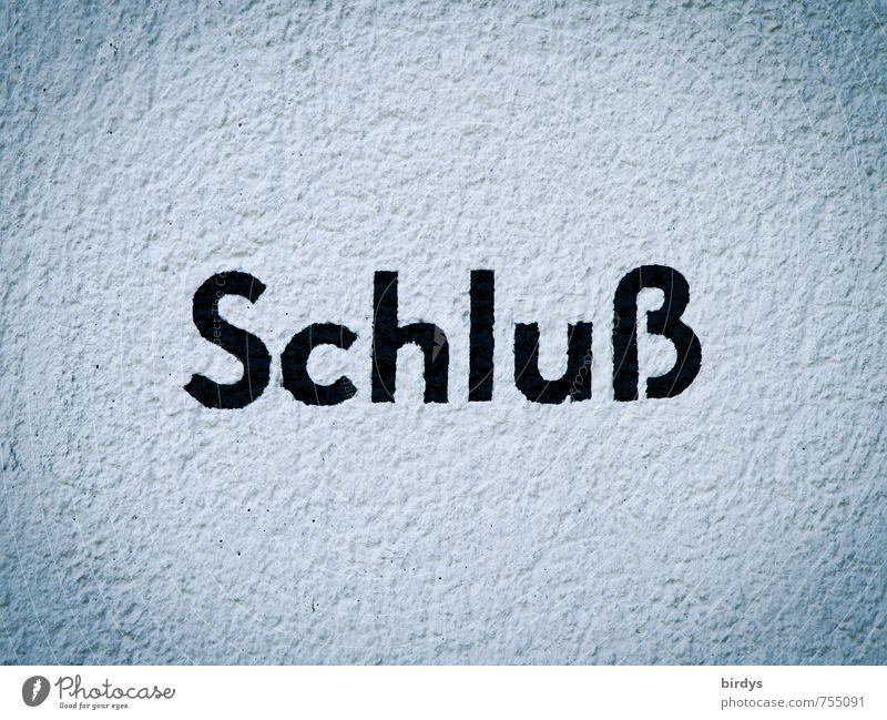 ...Aus...Ende Mauer Wand Schriftzeichen ästhetisch einfach Sauberkeit grau schwarz weiß standhaft rein Zeit Wort 1 Buchstaben Mitte Farbfoto Außenaufnahme