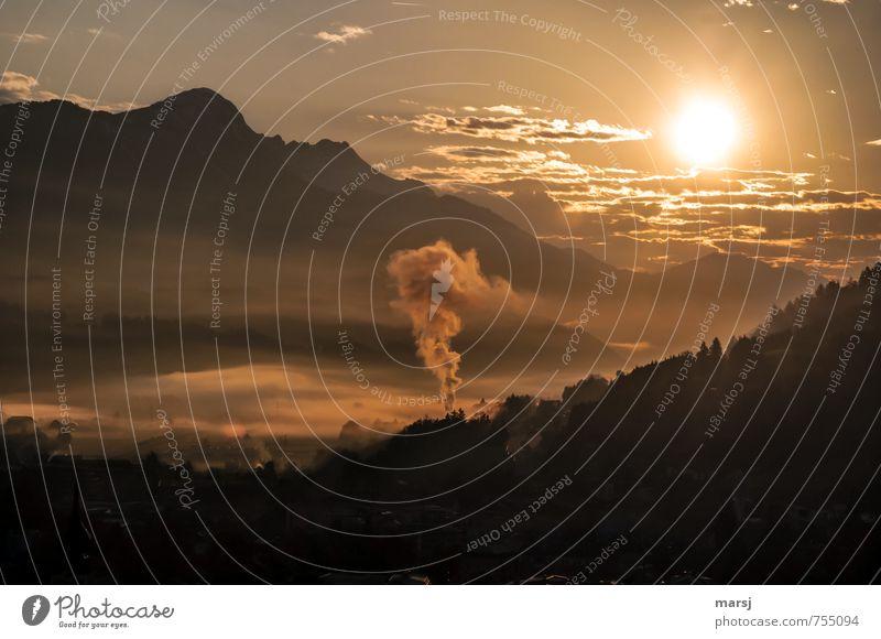 Fernwärme in der Früh Himmel Natur Sommer Sonne Landschaft Wolken Ferne Berge u. Gebirge Frühling außergewöhnlich Freiheit Horizont Wetter Energiewirtschaft Nebel Schönes Wetter
