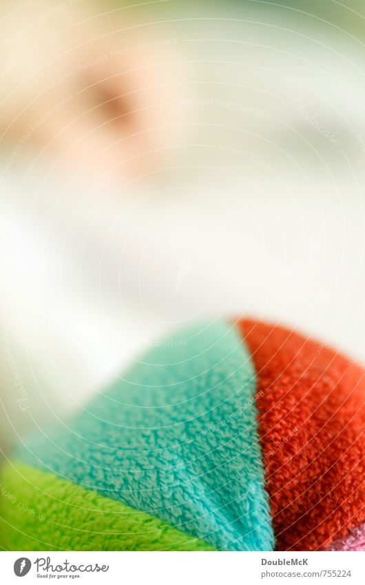 Stoffbällchen blau grün weiß Farbe rot Hand Freude Spielen Zufriedenheit Kindheit Baby weich rund festhalten Spielzeug Ball