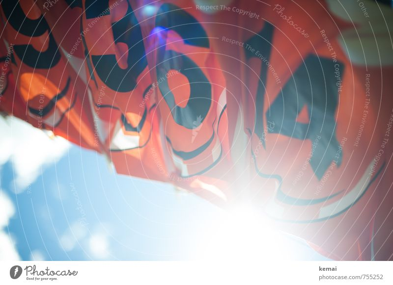 9, 3, 6, 14 - Warm machen! Sport Himmel Wolken Sommer Schönes Wetter Wärme T-Shirt Trikot Fußballtrikot hängen frisch hell blau orange Wäscheleine gewaschen
