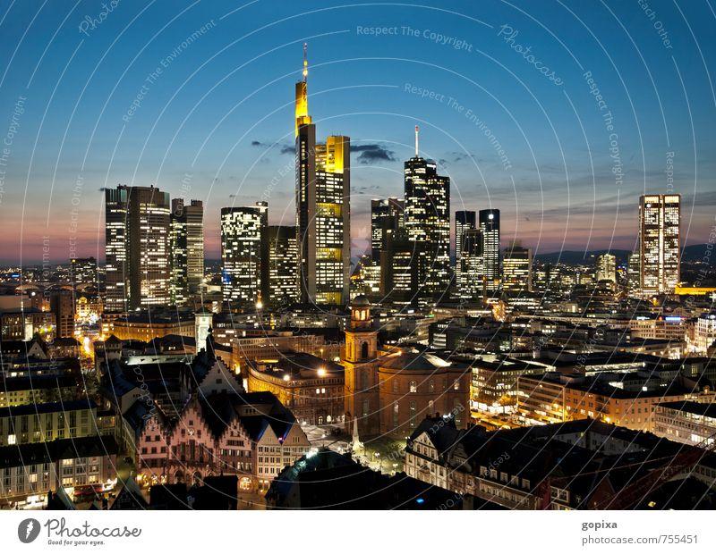 Skyline von Frankfurt am Abend Städtereise Haus Wirtschaft Kapitalwirtschaft Geldinstitut Business Architektur Frankfurt am Main Deutschland Europa Stadt