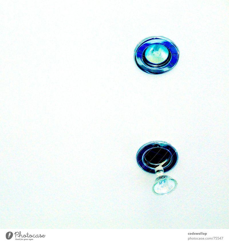 stressed blau Trauer Kabel kaputt Vergänglichkeit Verzweiflung Glühbirne Leitung hängend