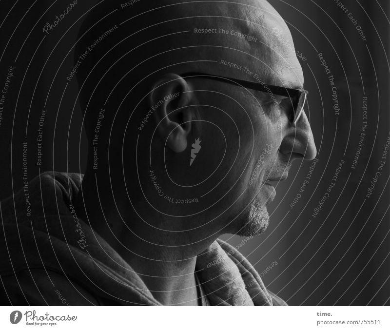 . Mensch ruhig Ferne Leben Kopf Stimmung maskulin authentisch beobachten Brille Sicherheit Neugier Konzentration Gelassenheit Wachsamkeit Glatze