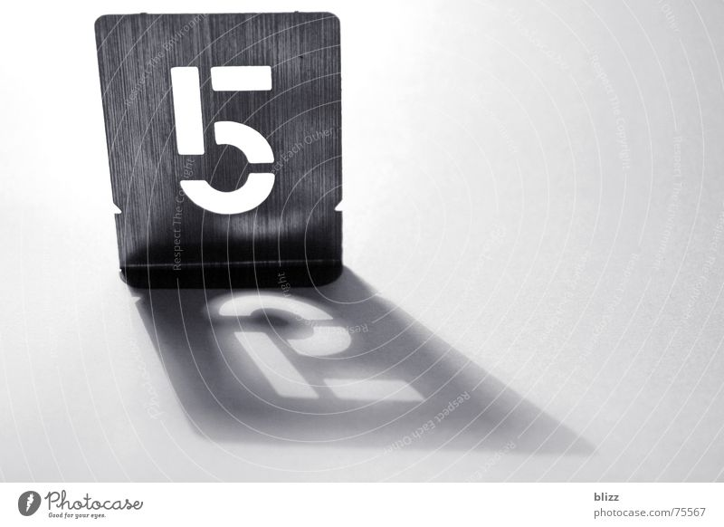 """52"" Ziffern & Zahlen Schablone Blech Licht Reflexion & Spiegelung Schatten number light shadow reflection Typographie"