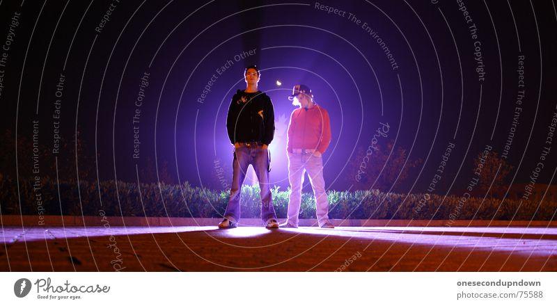 The Guardian Jugendliche Einsamkeit Lampe dunkel Menschengruppe Denken Freundschaft hell 2 Zusammensein Beleuchtung Angst Macht stehen Körperhaltung bedrohlich