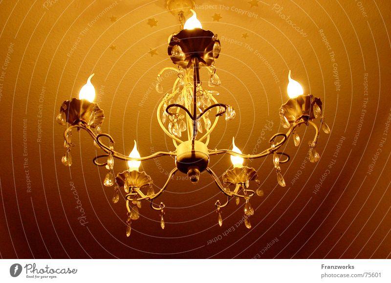 ...es werde Licht... Leuchter Kronleuchter Lampe Glühbirne Physik gemütlich festlich prächtig Decke Wärme edel Beleuchtung