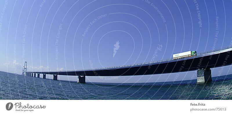 brücke übers meer grün Ferne Sehnsucht Stimmung Verkehr fahren grau weiß Öresund Hintergrundbild Sommer Lastwagen See Meer Asphalt Bauwerk Strand verbinden